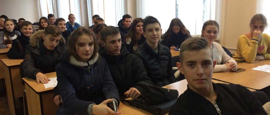 Студенти Ужгородського торговельно-економічного коледжу КНТЕУ дізнавалися нове про герби Закарпаття