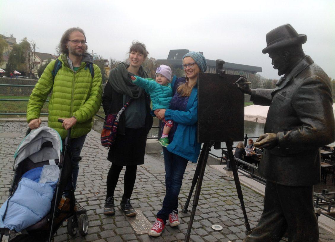 Польські антропологи з родинами під час екскурсії Ужгородом