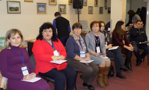 Учасники круглого столу (перша лівобіч – Галина Шумицька)