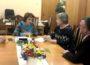 Представники комісії розмовляють із Тетяною Щербан