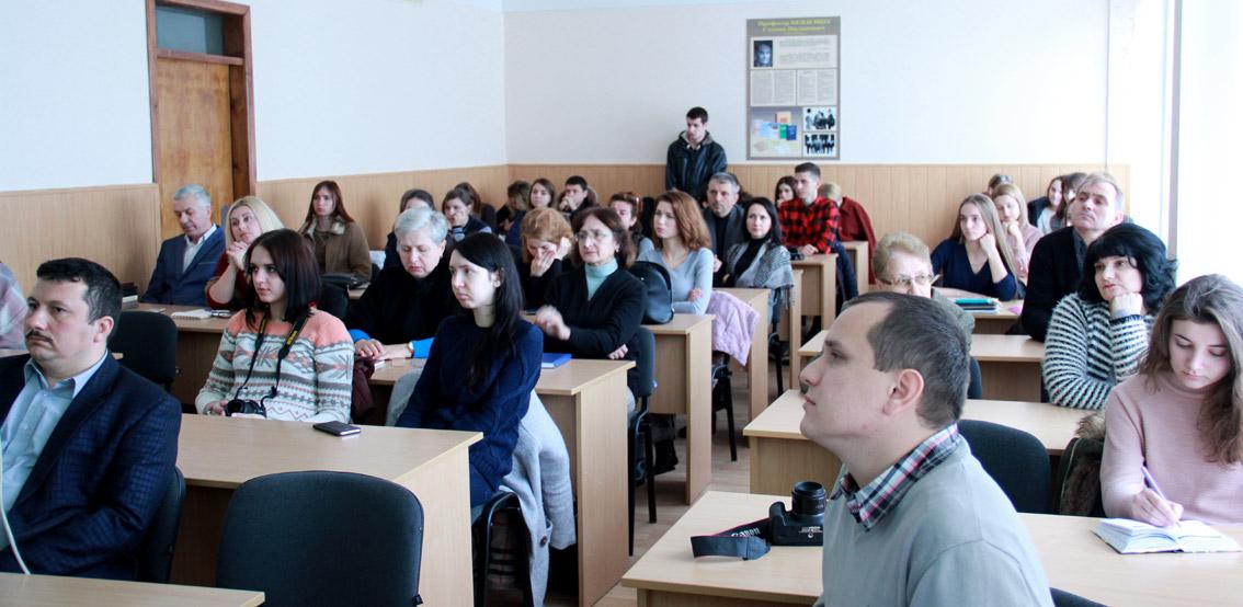 Вшанувати пам'ять видатного науковця прийшли викладачі та студенти філфаку УжНУ