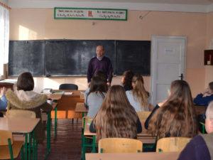 Михайло Повідайчик у школі на Воловеччині