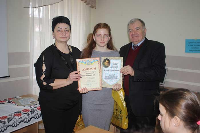 Грамоти вручають Тетяна Палько і Петро Ходанич