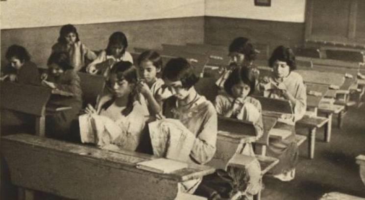 Учениці вчаться вишивати