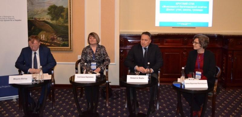 Під час заходу - Мікулін, представники МОН і ОБСЄ