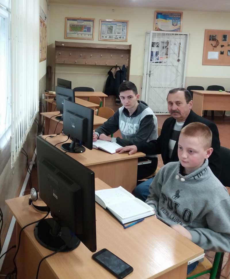 Микола Дронь готує учнів
