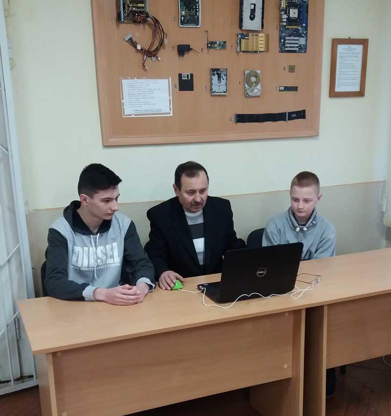 Микола Дронь готує олімпіадників у Хусті