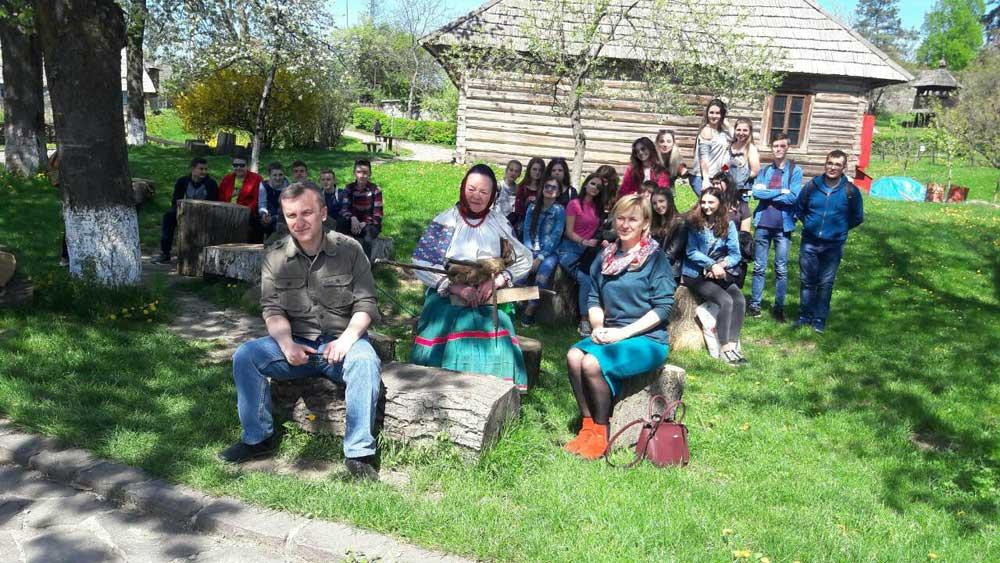 Студенти й викладачі УТЕК КНТЕУ разом із працівниками Закарпатського музею народної архітектури та побуту