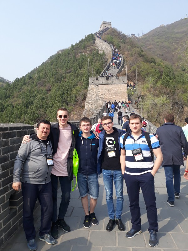 Команда УжНУ на Великій китайській стіні