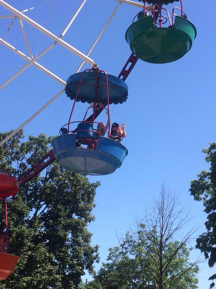 У парку атракціонів у Мукачеві
