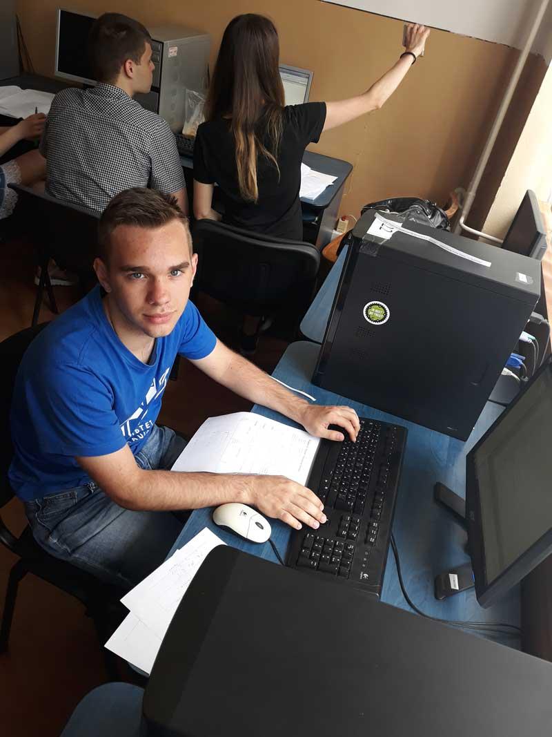 Адальберт Макарович за роботою