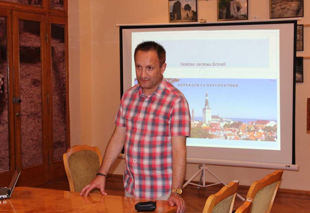 Модератор Сергій Ганус відкриває семінар