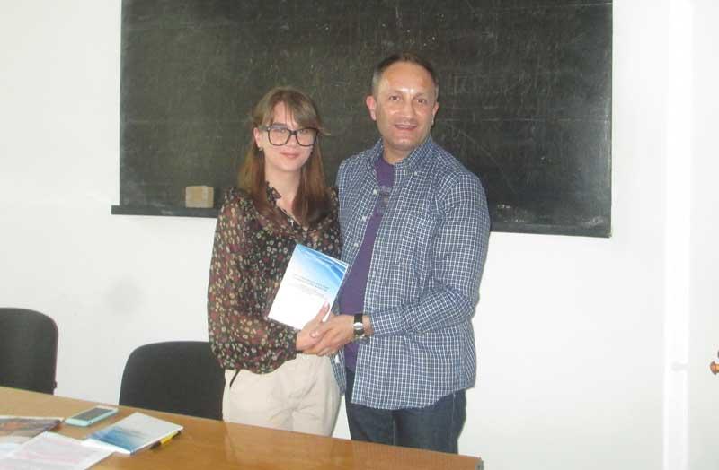 Переможниця й секретар секції Наталя Середяк нагороджена призом