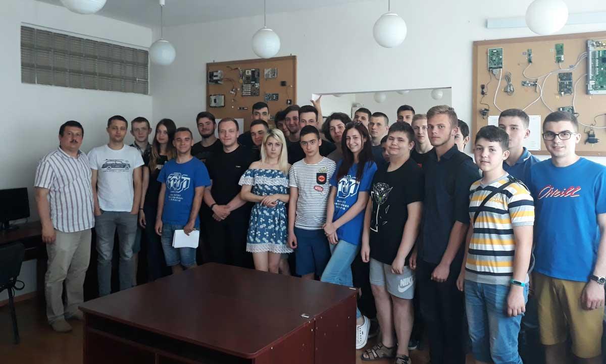 Учасники зі змагального майданчика в Ужгороді