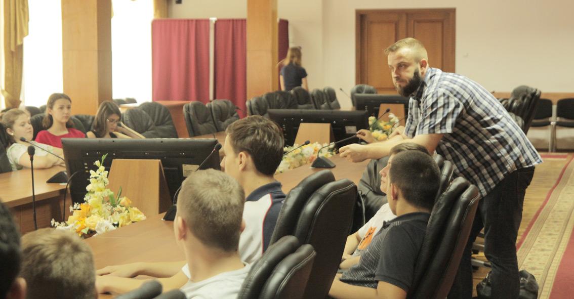 Олег Хававчак зі школярами