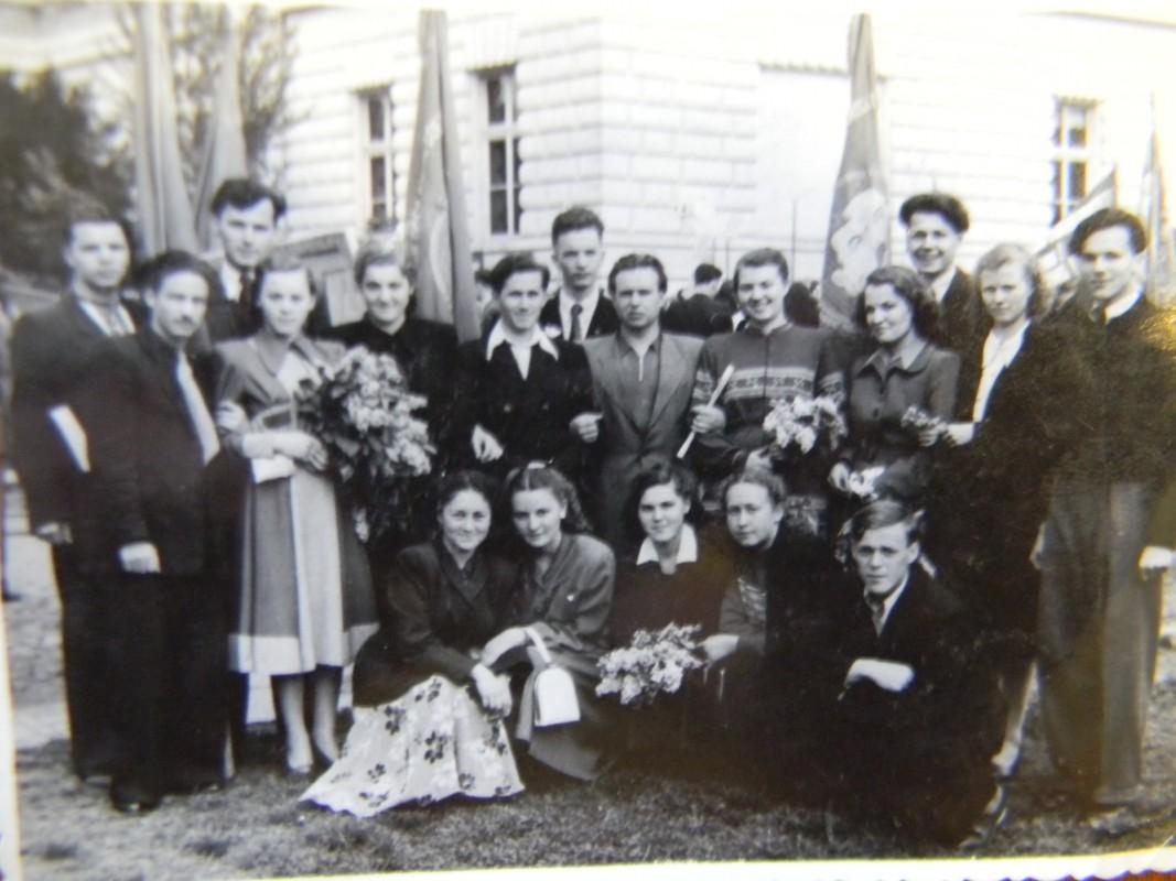 Філфаківці Ужгородського університету 1950-х. Група Василя Німчука