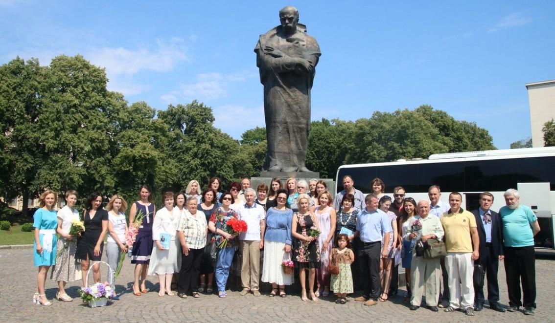 Учасники круглого столу на пошанування Василя Німчука