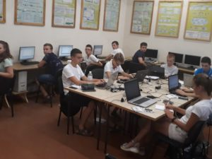 Учасники першої ліги за роботою