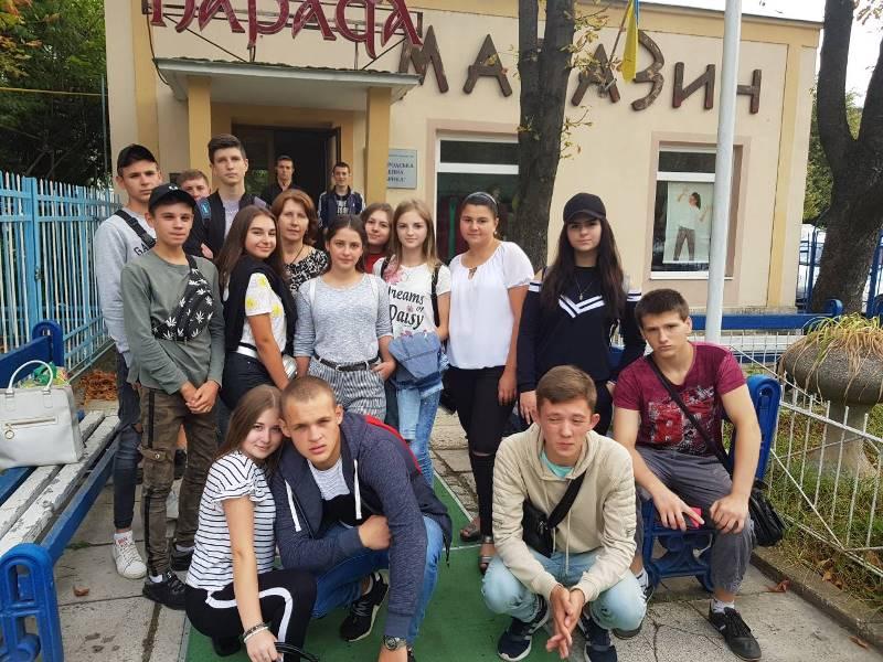 """Студенти УТЕК КНТЕУ біля """"Паради"""""""