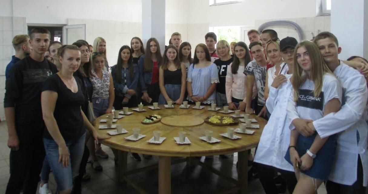 На сироварні у Перечині - екскурсія студентів УТЕК