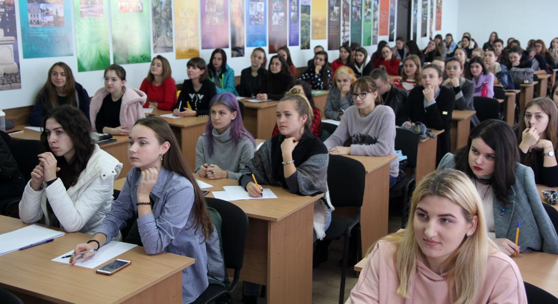 Написати диктант єдності прийшло багато студентів