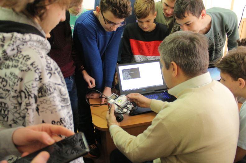 Заняття з робототехніки в УжНУ