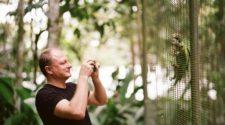 Професор Тарас Олексик в Центрі збереження пуерто-риканського папуги на Карибських островах. Фото Матью Ландерса