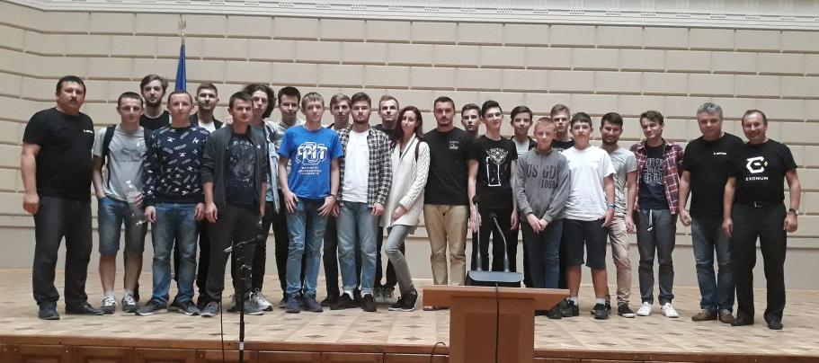 Закарпатські олімпійські команди з тренерами з факультету ІТ УжНУ Олександром Міцою та Сергієм Вапнічним