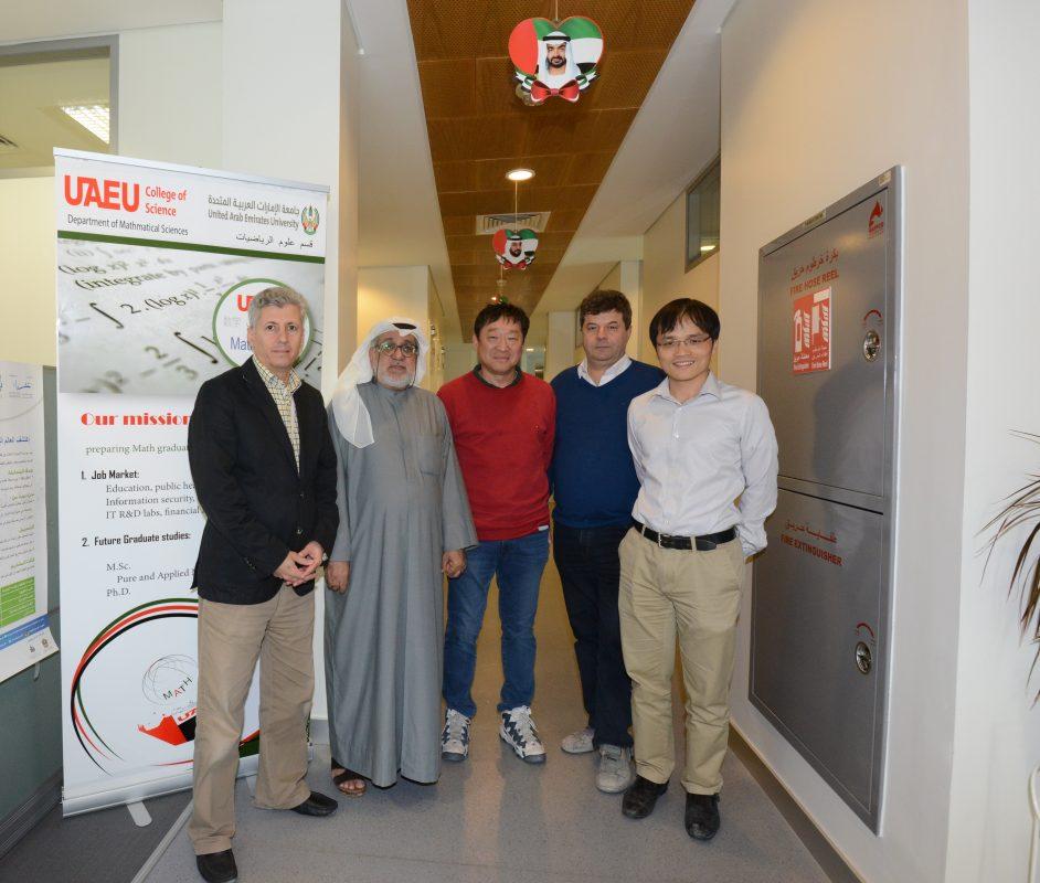 UAEU College of Science, Math Department. Зліва направо: Ахмед Аль-Равашді (Ahmed Al Rawashdeh), Мохамед Салім Аль Хаммаді – завідуючий кафедри, Сок-Джін Канг (Seok-Jin Kang), Віктор Бовді, Хо Хон Льонг (Ho Hon Leung)