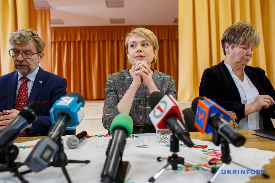 Арто Ваахтокарі, Лілія Гриневич, Ганна Сопкова