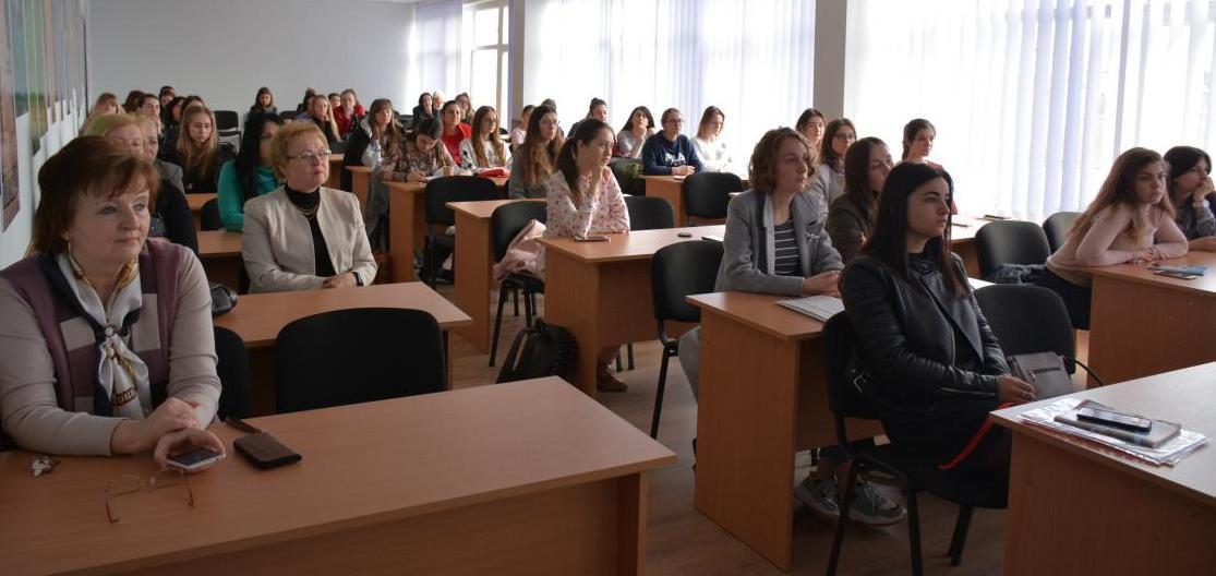 Аудиторія - студенти й викладачі філфаку УжНУ