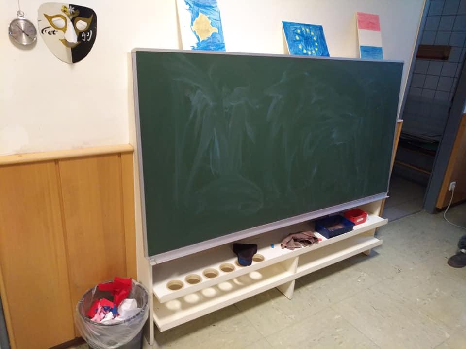 Дошка у школі низько - для дитини