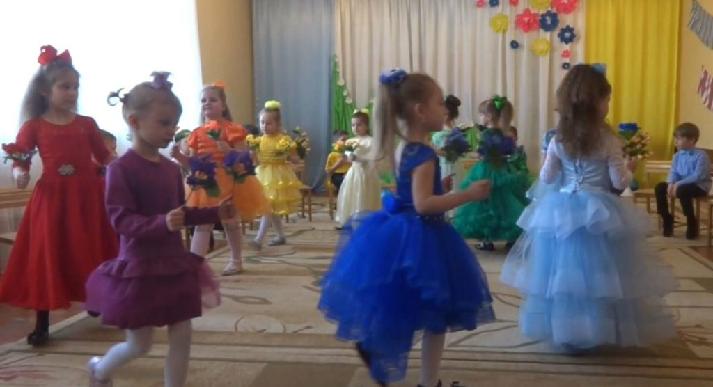 Танець із квітами