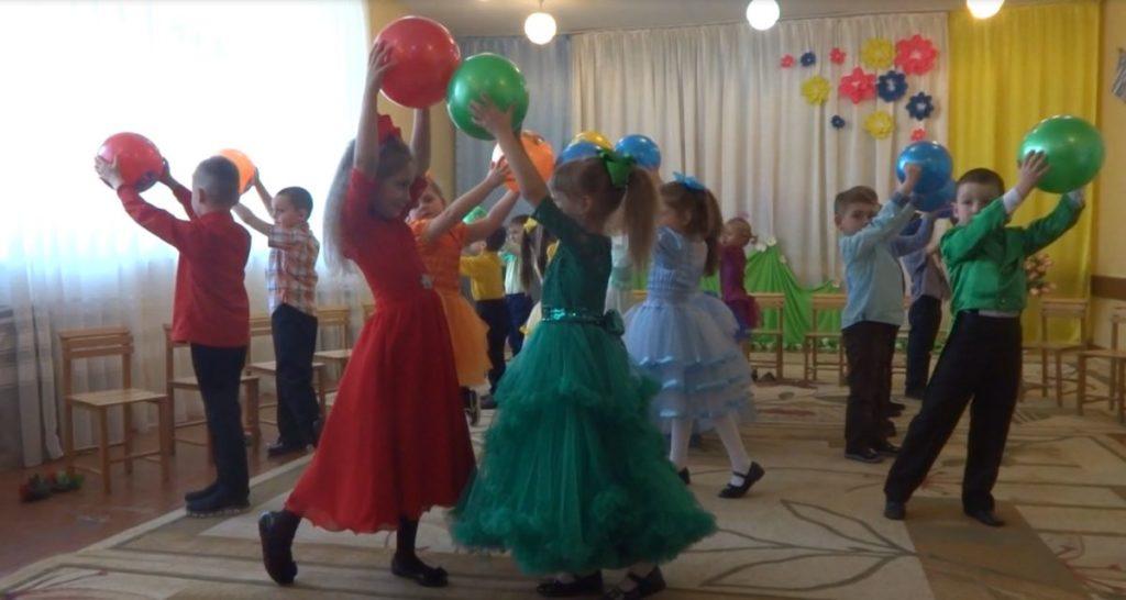 Танець із м'ячами