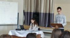Учасники конференції в Ужгородській лінгвістичній гімназії ім. Т. Г. Шевченка
