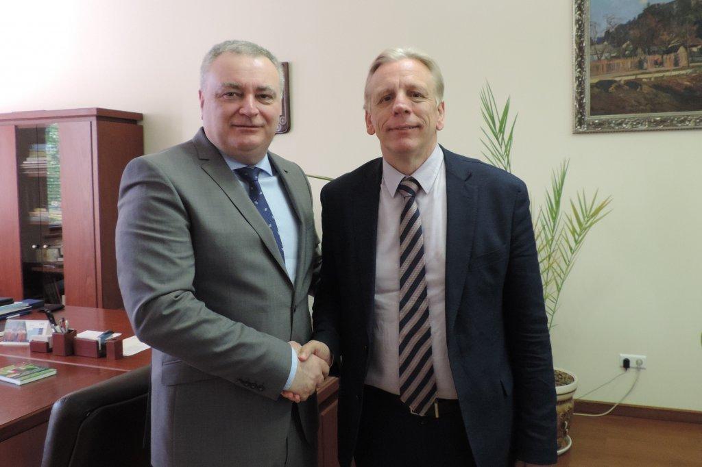Ректор УжНУ Володимир Смоланка з послом Королівства Бельгія Алексом Ленартсом