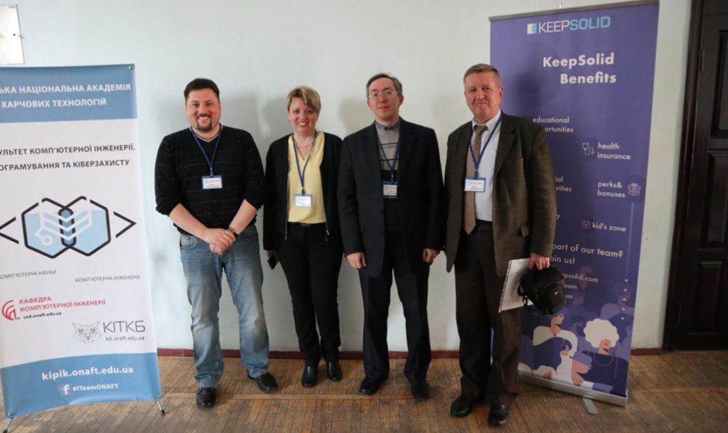 Приймаюча сторона на чолі з Денисом Попковим (крайній зліва)