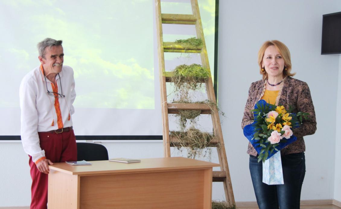 Галина Шумицька вітає Петра Мідянку