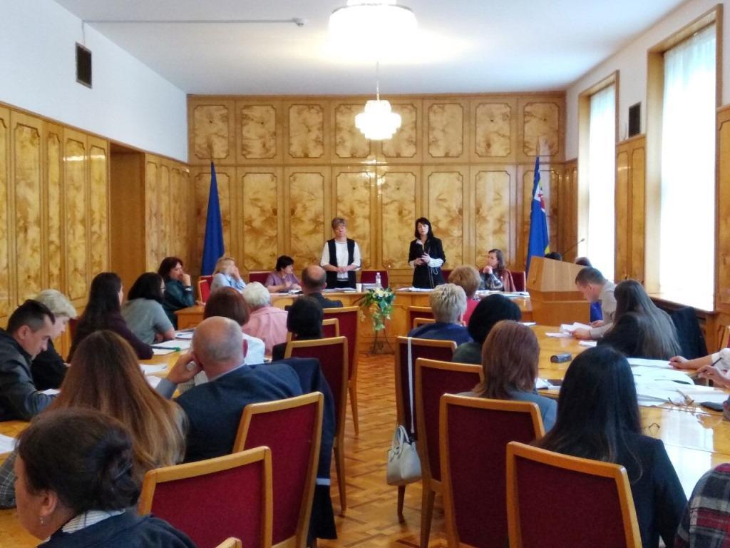 Ганна Сопкова проводить нараду