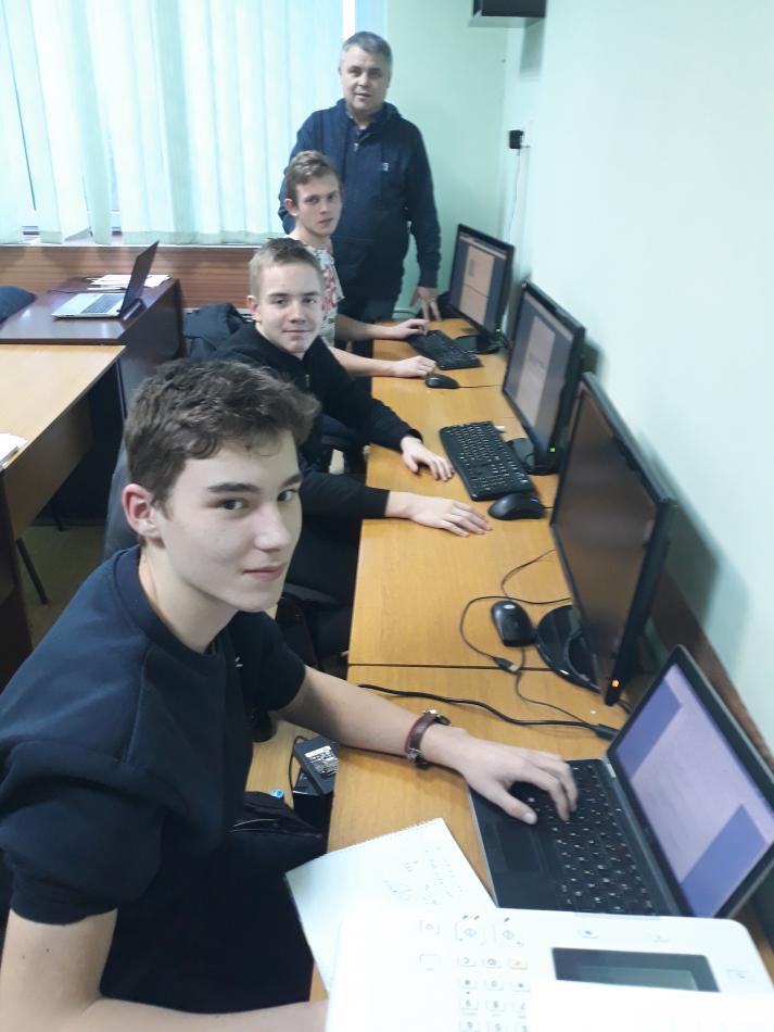 Сергій Вапнічний із учнями під час заняття