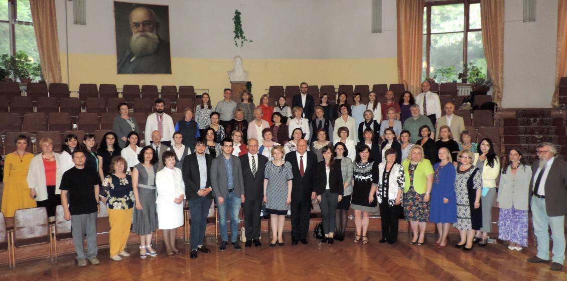 Спільне фото учасників конференції