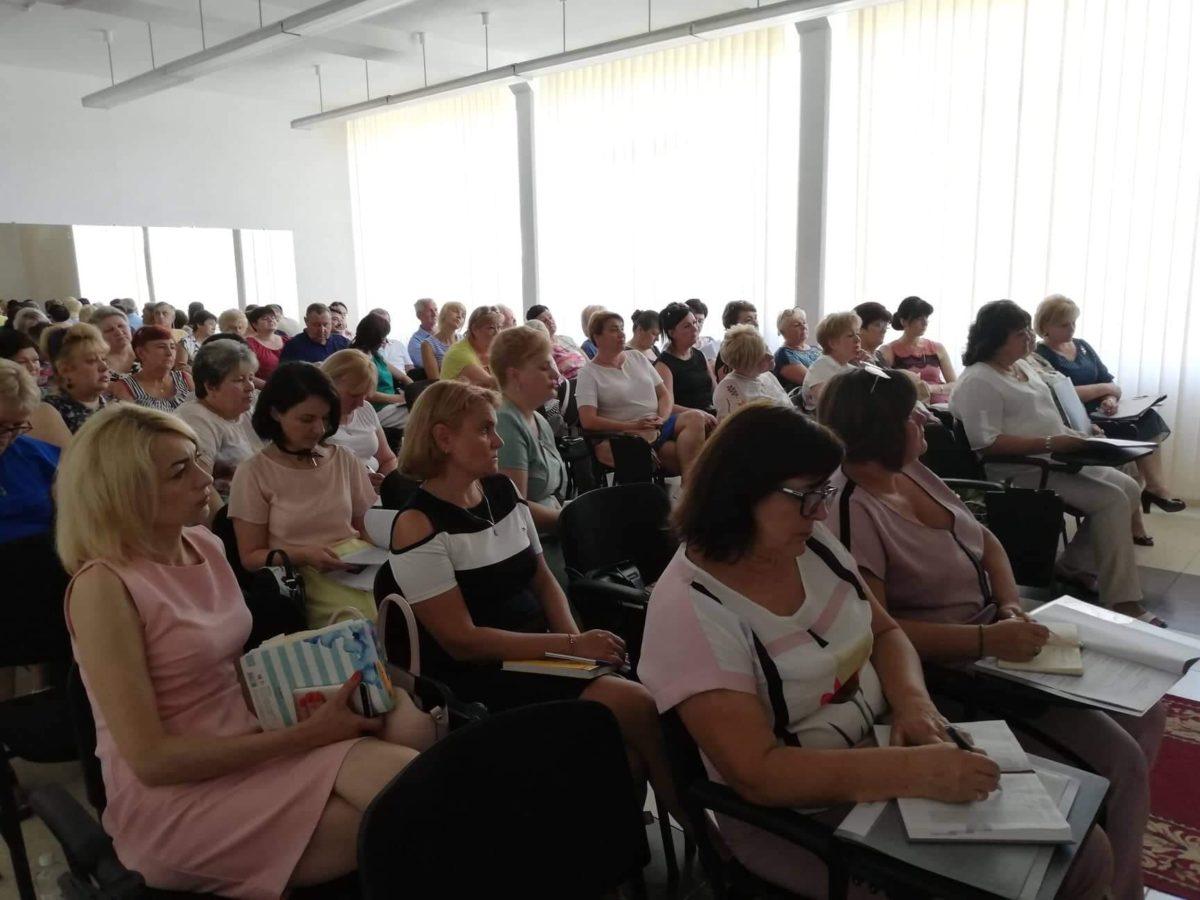Керівники освітніх закладів Ужгорода під час засідання колегії управління освіти Ужгорода