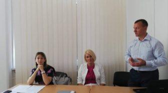 На засіданні колегії управління освіти Ужгородської міськради виступає Богдан Андріїв