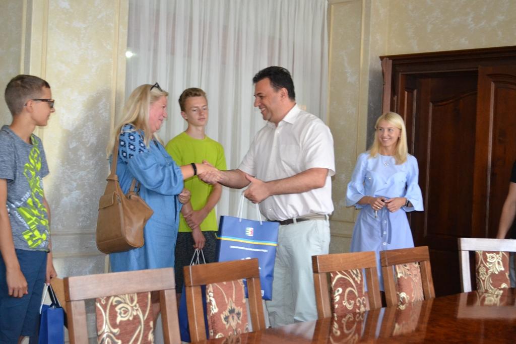 Михайло Рівіс. Подарунки гостям