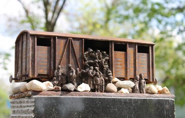 Пам'ятник жертвам Голокосту у Білках