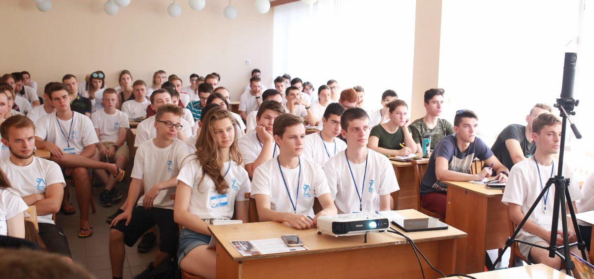 На міжнародній школі з програмування в Ужгороді зібралися найкращі студенти-програмісти України та Грузії