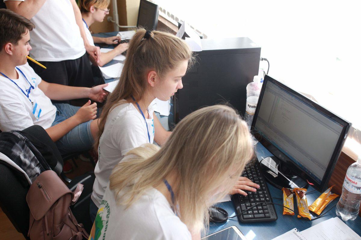 У школі змагаються й дівчата :)