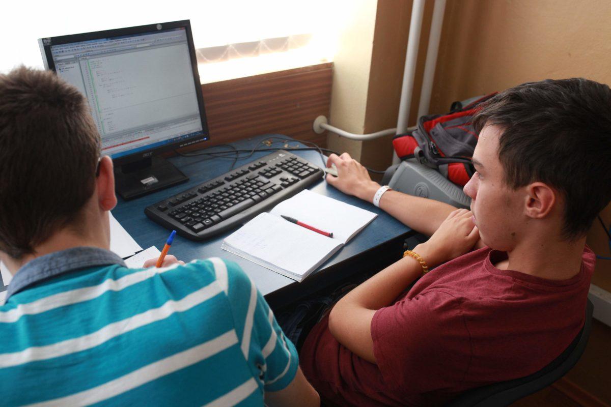 Учасники Міжнародної літньої школи з програмування - зовсім юні інтелектуали