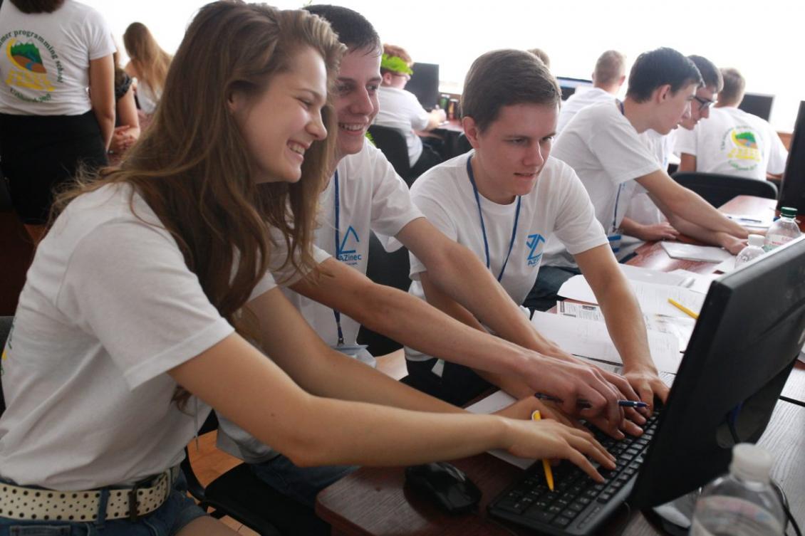 Юліана Юрченко з командою – програмування в шість рук ☺
