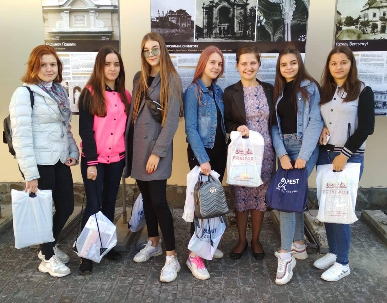 Інна Шаркань зі студентами